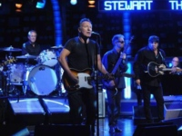 "Watch Bruce Springsteen close Jon Stewart's final ""Daily Show"""